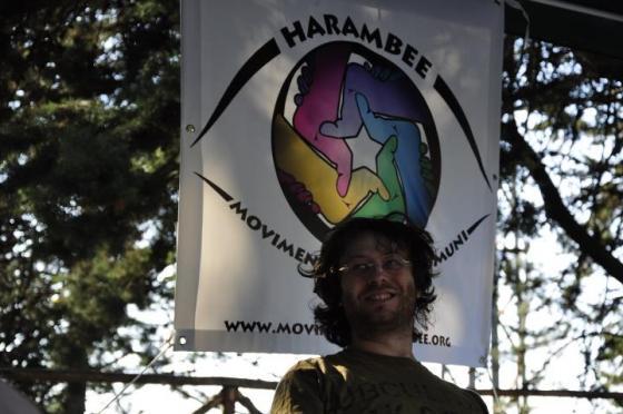 L'occhio vigile di Harambee e il portavoce